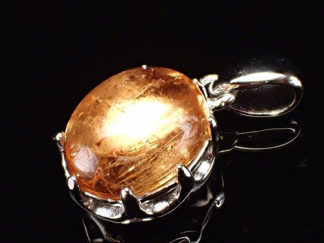 インペリアルトパーズ オーバル型 ペンダントトップ 石サイズ縦約11mm 王冠モチーフ金具タイプ 成功者達が愛した守護石 11月の誕生石 SILVER925 ブラジル ミナスジェライス州 オウロ・プレット鉱山産