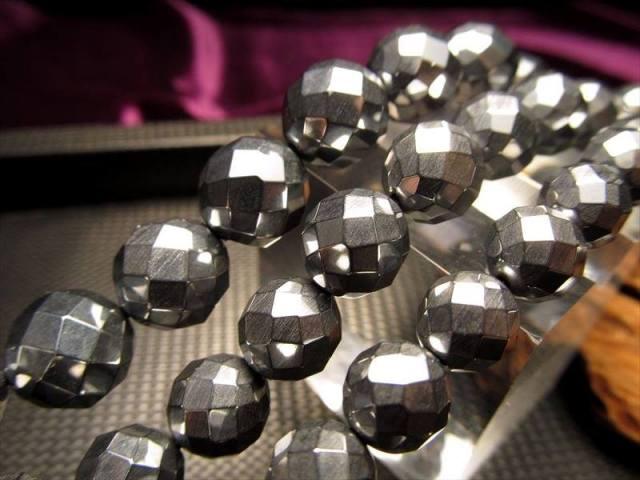 テラヘルツ鉱石 64面カットビーズ 連売り 8mm珠 一連 約38cm 高級感たっぷり つやつや光沢 カットタイプ 話題の 高純度 テラヘルツ 鉱石 2020年 検査機関にて検査済み 本物保証 返品保証