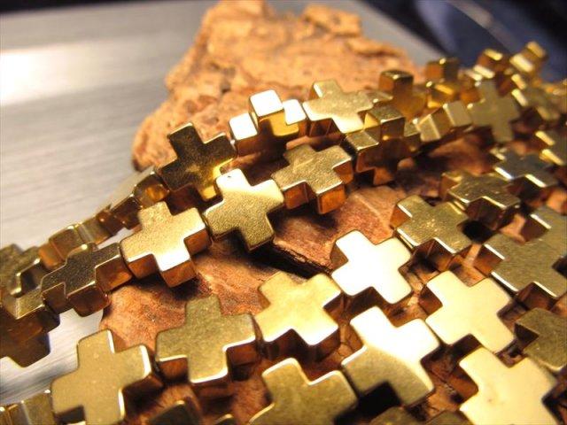 激安宣言 十字架 クロス型 ゴールドカラー 8mm珠 ヘマタイト(赤鉄鉱) 一連 約39cm オリジナリティの強い独特のカタチ ブラジル産 geki