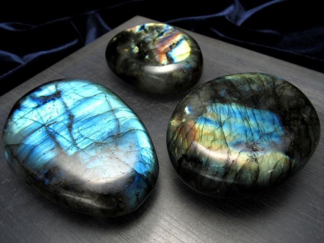 タンブル 大きめ約2個入り AAAA ラブラドライト 大人気つやつやタンブル 200g 天然石 パワーストーン マダガスカル産