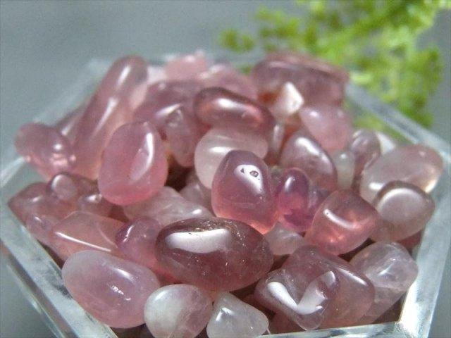在庫あるだけ 3A ラズベリークォーツ さざれ 200g 約3ミリ-10ミリ 潤いのある透明感 ピンクパープル水晶粒の大きさ パワーストーン