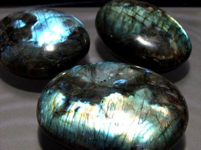 激安宣言 1個売り 4A ラブラドライト タンブル 200-219g 大人気つやつやくっきりブルーシラー タンブル天然石 やや大き目で女性の瞑想用に最適 マダガスカル産 geki