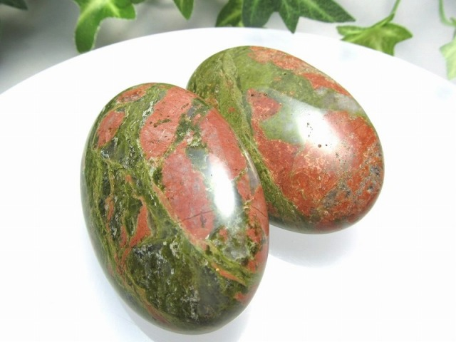 【ユナカイト ホットストーン】重さ 約80-90グラム 大きさ約6cm×4cm マッサージ用天然石 タンブル