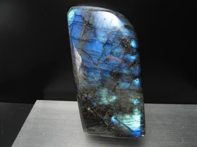 4A ちょっぴり虹入り ラブラドライト原石 ブルーシラー 重さ 571g 激安大放出 極上天然石 一点もの マダガスカル産