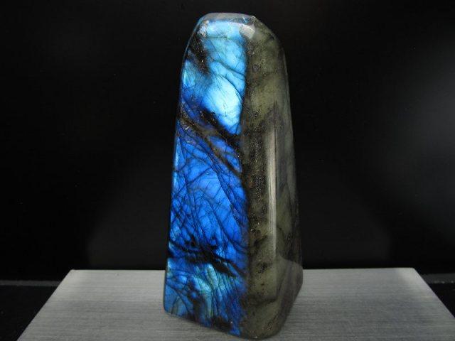 4A ラブラドライト原石 ブルーシラー 重さ 650g 激安大放出 極上天然石 一点もの マダガスカル産