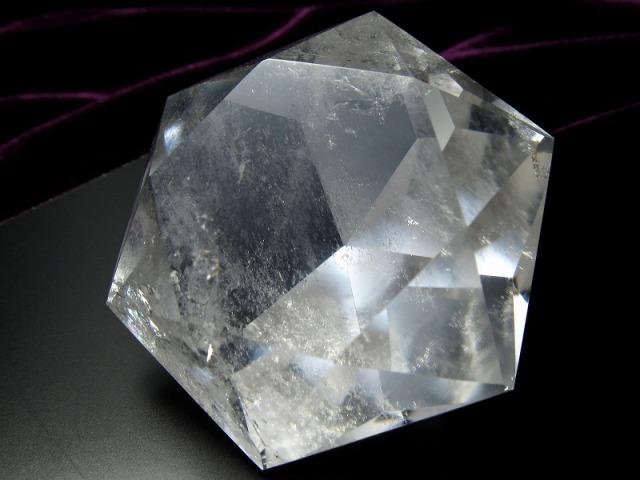 天然水晶 ヘキサゴンダイアモンドカットストーン 最大幅約57.5mm 約107g 純粋と浄化を象徴する万能パワーストーン 1点物 ブラジル産