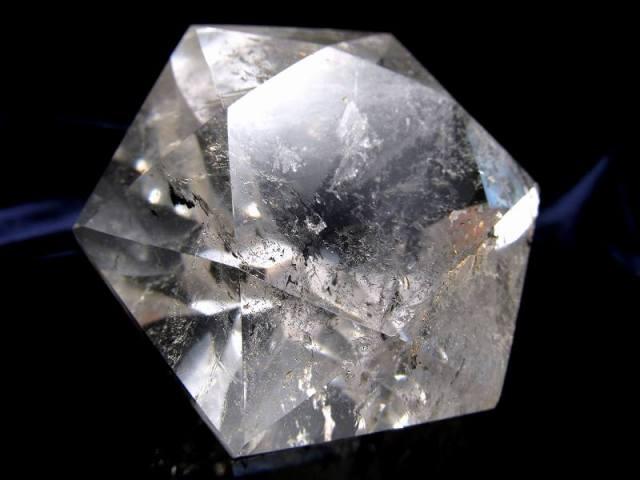 天然水晶 ヘキサゴンダイアモンドカットストーン 最大幅約58mm 約112g 純粋と浄化を象徴する万能パワーストーン 1点物 ブラジル産