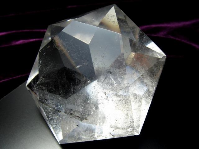 天然水晶 ヘキサゴンダイアモンドカットストーン 最大幅約68.5mm 約165g 純粋と浄化を象徴する万能パワーストーン 1点物 ブラジル産