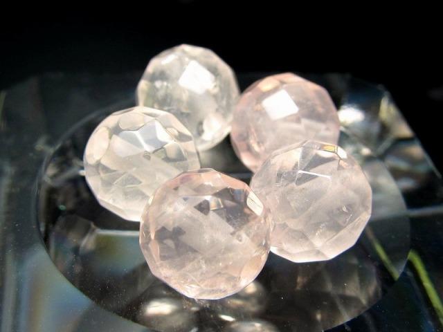 激レア 限定入荷 1粒売り 超透明ピンクレムリアン クォーツ カット 約8mm珠 清らかな力をもつ全能の石 淡いピンクローズ キラキラカット バラ売り ロシア・ウラル産