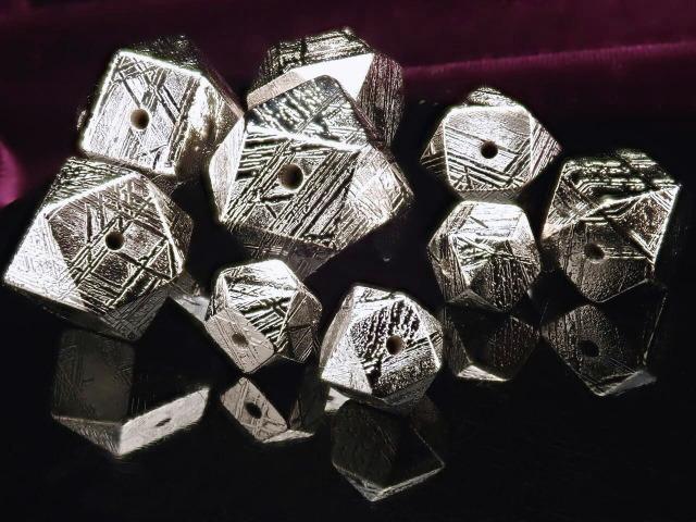 一粒売り メテオライト ギベオン(隕石) 8mm シルバー 14面カット ナミビア・ハルダブ州産