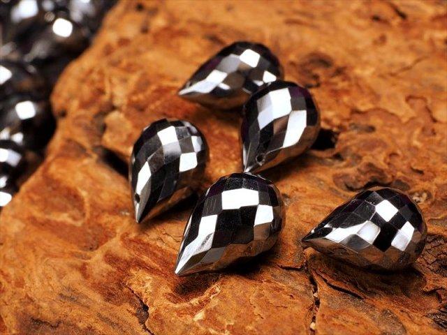 1粒売り 高純度 テラヘルツ鉱石ティアドロップカット ビーズ石 縦約10.5mm-11.5mm 穴有り約0.4mm 極上ドロップカット つやつや光沢 ペンダントやピアスなどの作成に