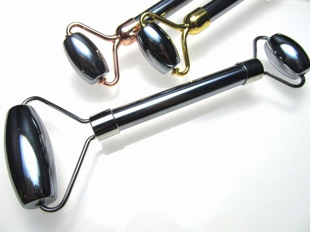 本物保証 選べる3色 テラヘルツ鉱石 美顔ローラー 全長 約150mm つやつや光沢で鏡のような表面 話題の 高純度 テラヘルツ 鉱石 2020年 検査機関にて検査済み 本物保証 返品保証