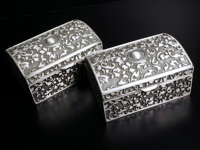 Sサイズ ボタニカル柄 メタルボックス 奥行約6cm×横約8cm×高さ約4cm 重厚なメタルBOX アンティーク調 シックなデザイン ディスプレイとして アクセサリーBOX