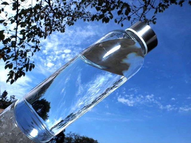 タイプA ガラス製 クリスタルウォーターボトル 高さ24.5cm 容量約550ml 水晶さざれ付き カバー付き 天然石の入れ替え可能