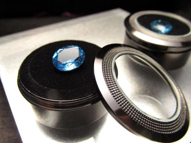 Mサイズ ブラック クッション付きメタルルースケース 直径約37mm 縦約18mm ペンダント、原石、宝石ルースに