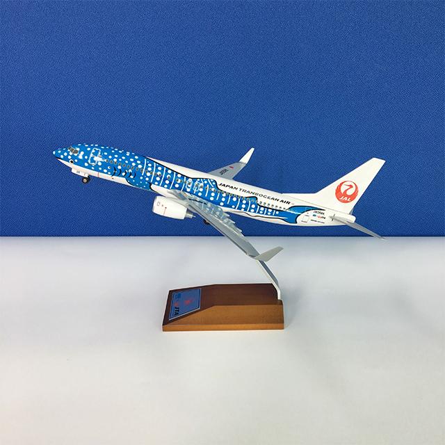 日本トランスオーシャン航空 ボーイング737-800(1/130) 50周年記念木製台座【限定300個】
