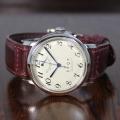 【時と共に価値が増す本物で上質な高級機械式時計】 THE SPQR (手巻パワーリザーブ/アイボリー・ブラック文字盤)×英国製SOMESバーガンディ