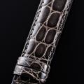 【高級腕時計との相性も抜群!中南米産カイマンワニのグレージング仕上の日本品質!】最高級カイマンワニベルト・濡羽色(17mm幅)SSミラー仕上バックル