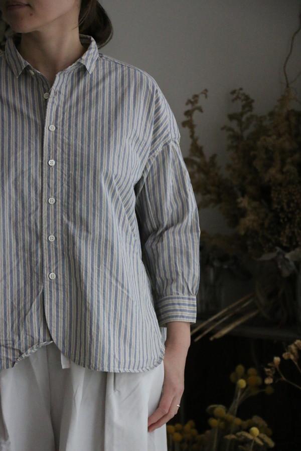 P81053 prit タイプライターストライプ8分袖レギュラーカラーワイドシャツ