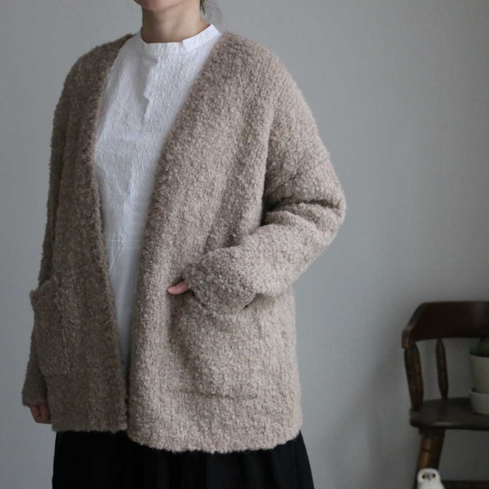 CNMDS2051A  maison de soil boucle v neck cardigan with pin 2色