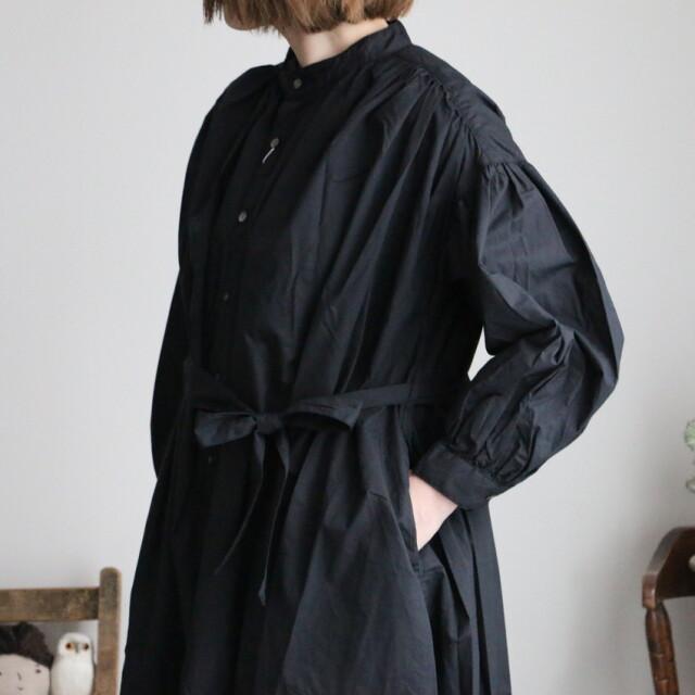 UT210OP033 UNIVERSAl TISSU クラシックギャザーシャツドレス クロ