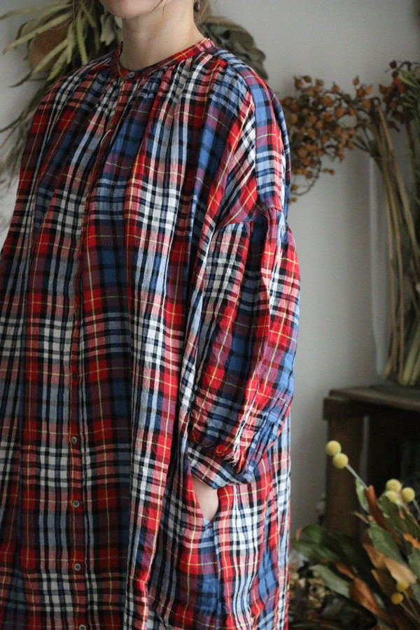 UT200OP046L  UNIVERSAL TISSU リネンタータン ギャザーシャツドレス ネイビータータン