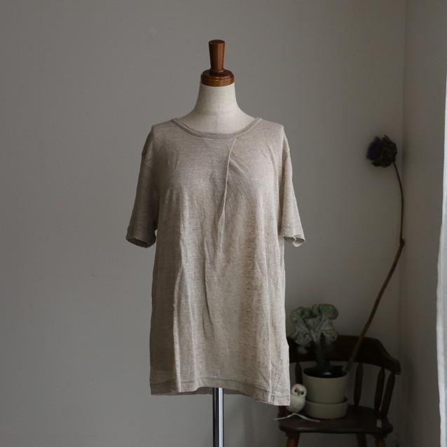 12132161 vlas blomme タック入り半袖Tシャツ