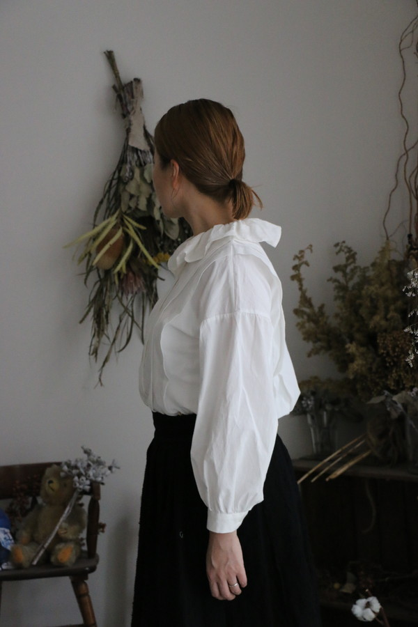 <SALE>BL130WH MAGALI コットンリネンフリル襟ブラウス WHITE