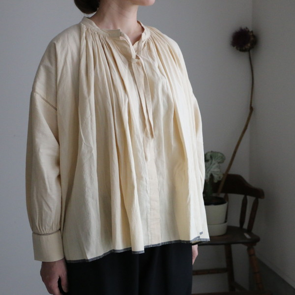 INMD20721 maison de soil neck gathered shirt 2色