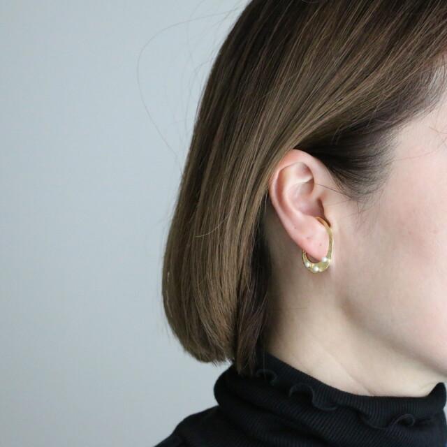 31565201 vlas blomme Three Pearls  Ear Cuff (片耳タイプ)