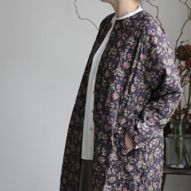 NMDS20511P maison de soil quilted silk print c-neck raglan coat