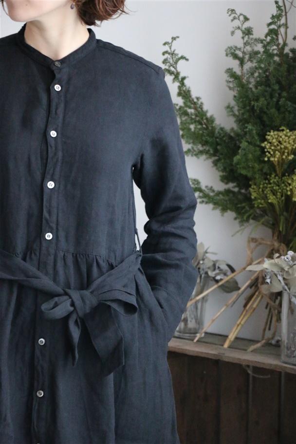 US190OP074 UNIVERSAL SEVEN リネンウェストギャザーシャツドレス クロ
