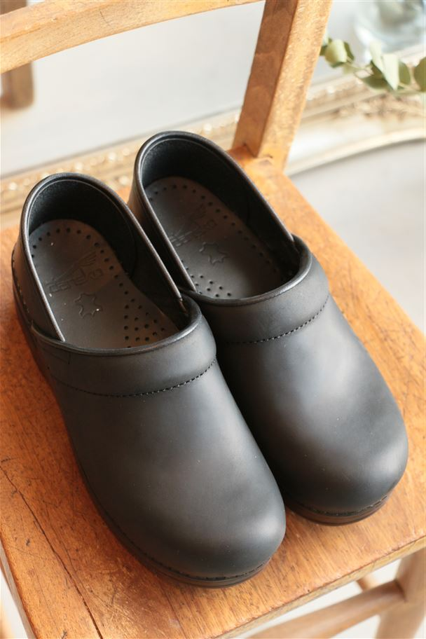 dansko PROFESSIONAL OILED 2色