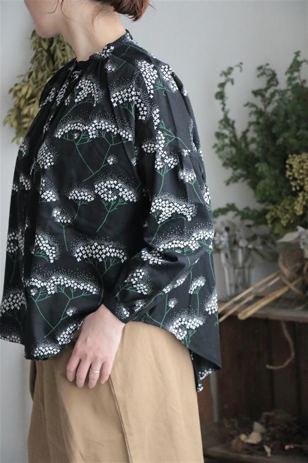 059S014047  marble SUD MIZUKIバンドカラーシャツ BLK
