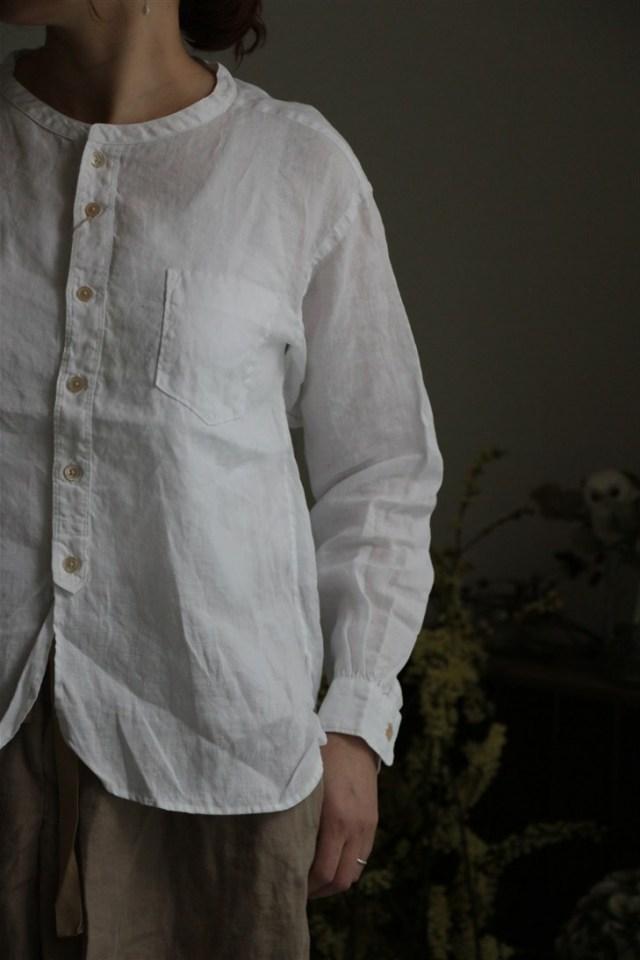 81859 prit 21/1フレンチリネンバンドカラーワイドシャツ 01.オフ