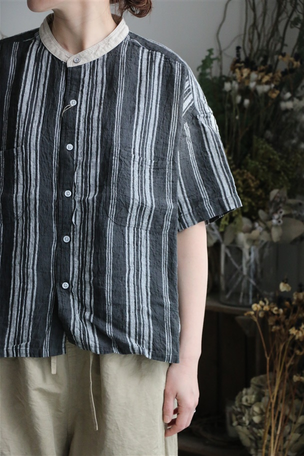 82923 prit 強撚リネンストライプ5分袖スタンドカラービッグシャツ クロ