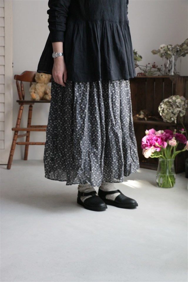 NMDS18085 MAISON DE SOIL VOILE SMALL FLOWER RAJASTHAN TUCK GATHERED SKIRT CHARCOAL