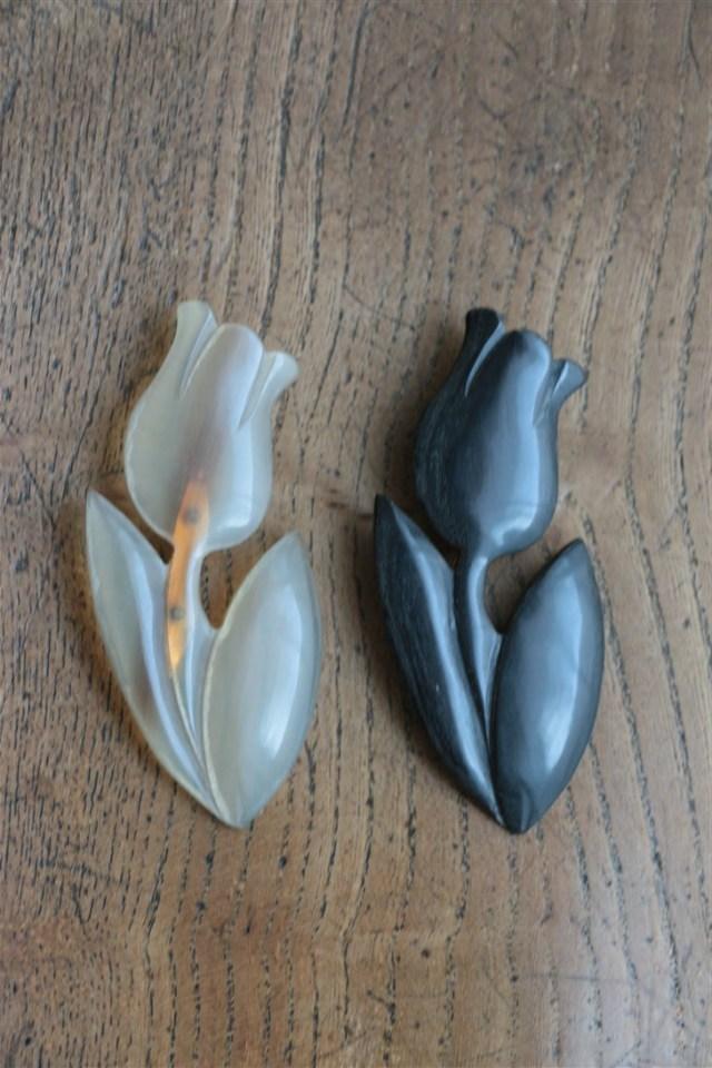N145 si si si Buffalo Tulip  brooch 2色