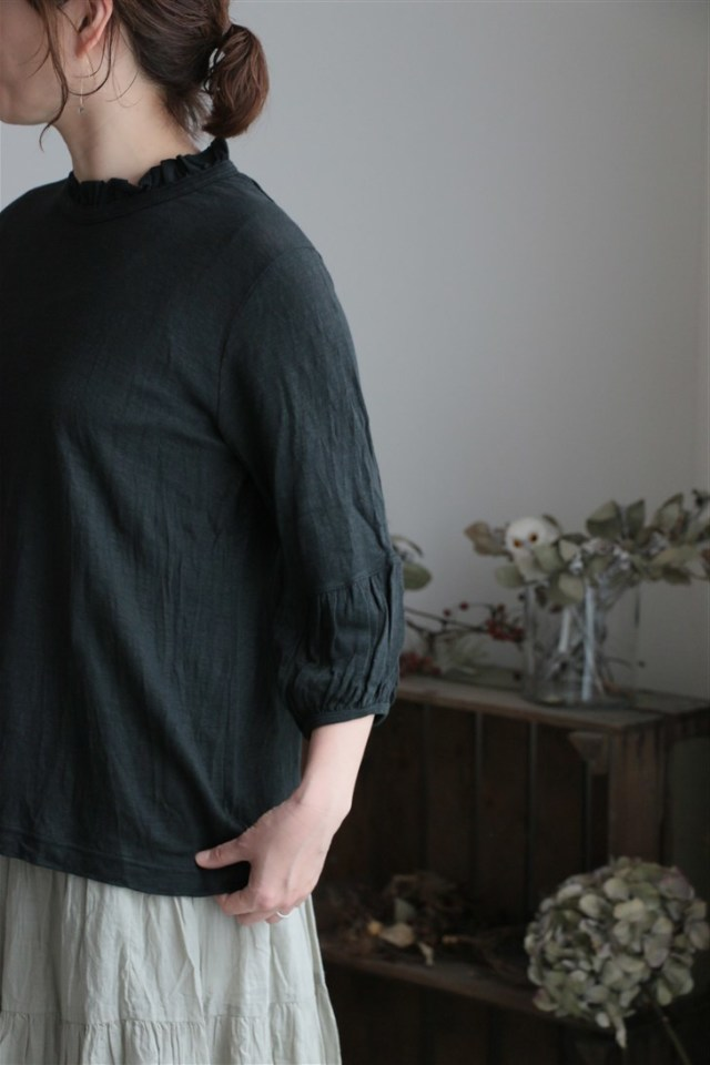 12138781 vlas blomme レギュラー天竺 袖口ギャザーAラインプルオーバー black