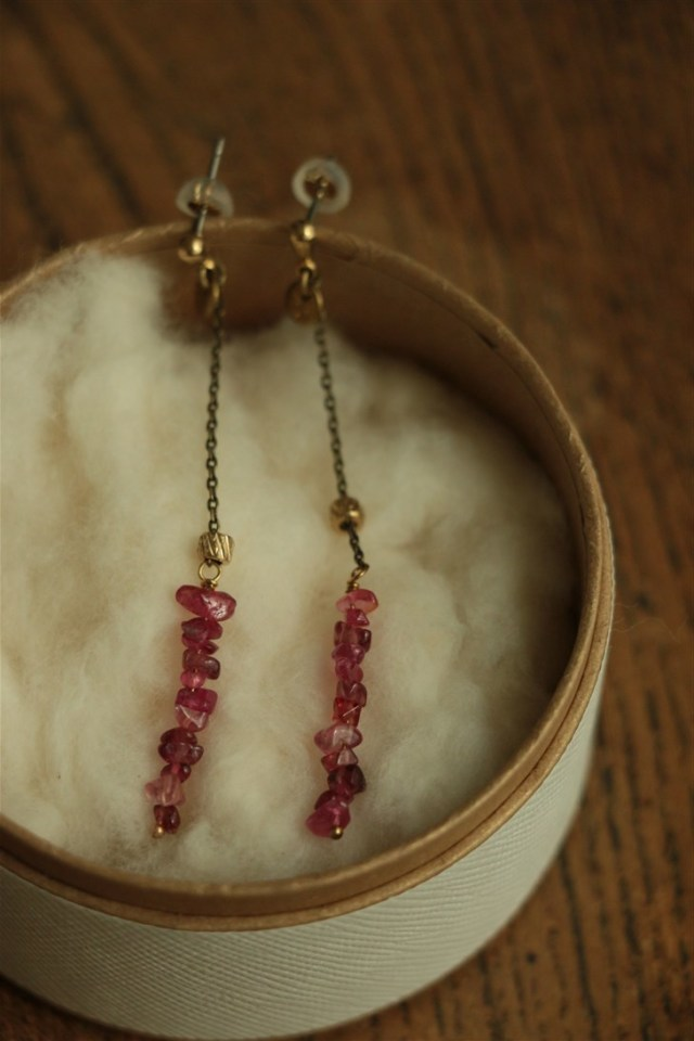 31558681 vlas blomme Ruby spinel ピアス