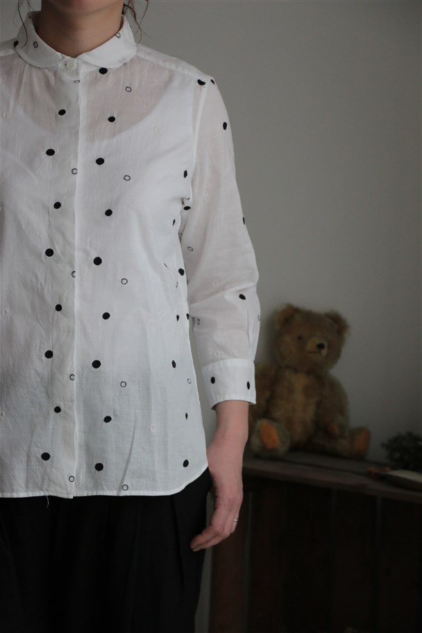 TS172027 TINA and SUSIE ランダム水玉刺繍8分袖シャツ 2色