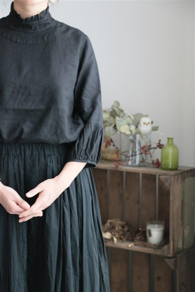 13125271 vlas blomme リネン平織 衿フリルブラウス 2色