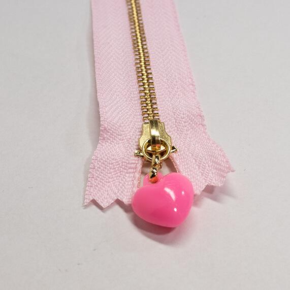 【カラーファスナー】ピンクのハート飾りつき 16cm