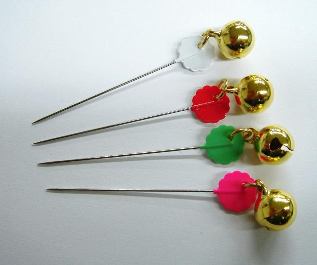 6760 鈴付待針20本針長:40mm全長50mm太さ:0.53mmピンク6本・白6本・黄緑4本・オレンジ4本
