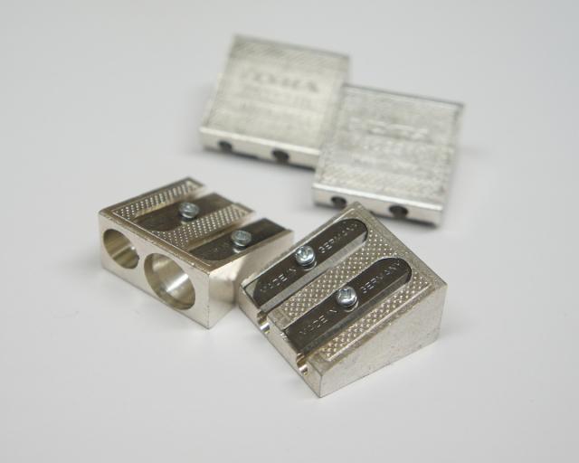6560 色鉛筆&鉛筆削り器クロスマーカーシャープナー鉛筆削り2穴