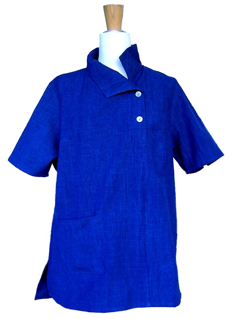 2019藍半袖ブラウス前身頃衿立てスタイル