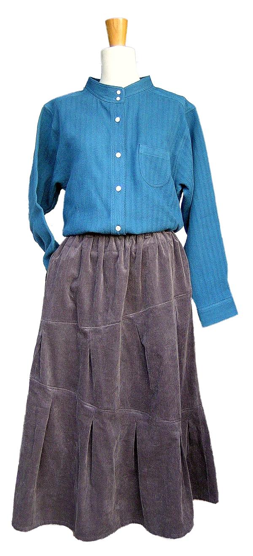 青のブラウスに茶黒のポッポスカートをセット