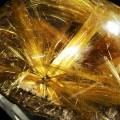 ルチルの怪物!宝石クラスの限定品!多重放射ゴールドタイチンルチル原石[t801-143]