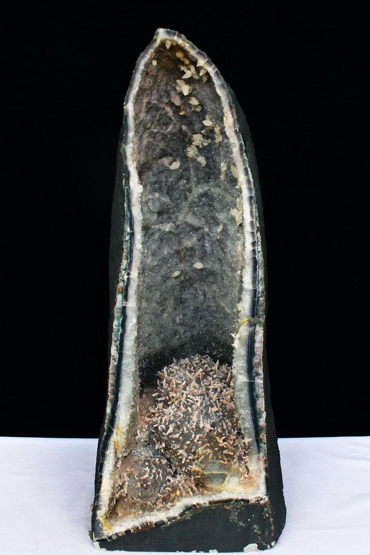 52Kg ブラジル産 アメジストドーム 個性的なレア紫結晶 カルサイト共生  amethyst [T611-6354] (配送日程要相談品)