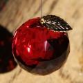 お部屋用サンキャッチャー:リンゴちゃんサンキャッチャー(ボルドー) 3cm